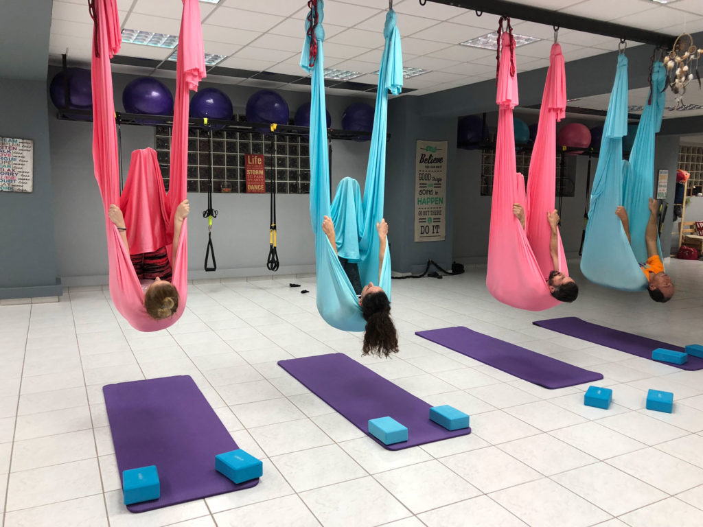 Επίδειξη Aerial Yoga The Factory